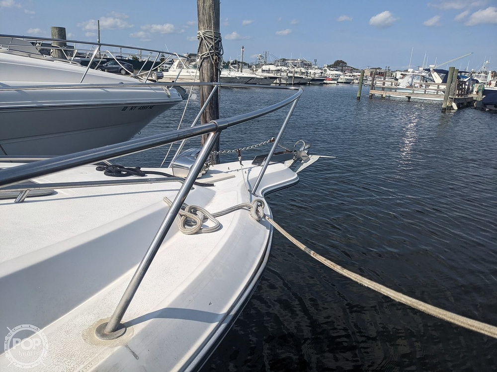 1989 Sea Ray boat for sale, model of the boat is 250 Sundancer & Image # 19 of 40