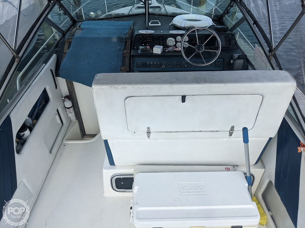 1989 Sea Ray boat for sale, model of the boat is 250 Sundancer & Image # 29 of 40