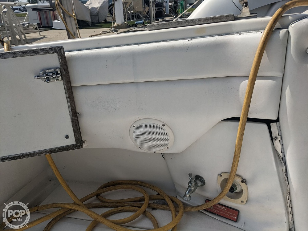 1989 Sea Ray boat for sale, model of the boat is 250 Sundancer & Image # 38 of 40
