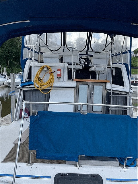 1986 Carver boat for sale, model of the boat is 3207 & Image # 4 of 12