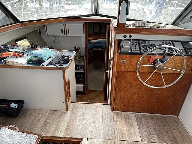 1986 Carver boat for sale, model of the boat is 3207 & Image # 5 of 12
