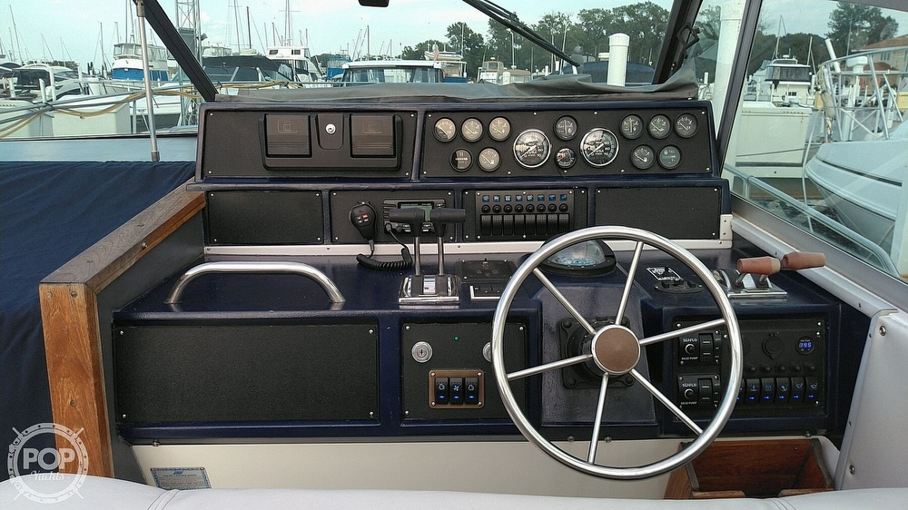 1989 Sea Ray boat for sale, model of the boat is 390 Express Cruiser & Image # 7 of 32
