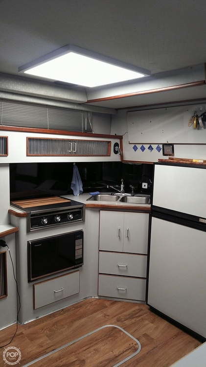 1989 Sea Ray boat for sale, model of the boat is 390 Express Cruiser & Image # 26 of 32