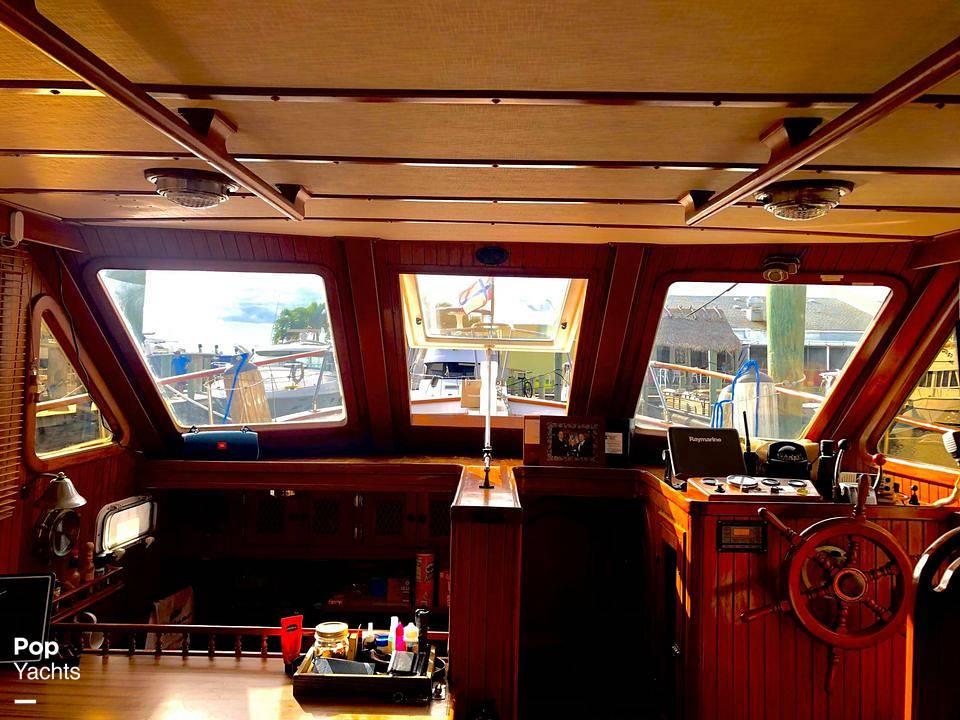 1986 Marine Trader boat for sale, model of the boat is Sundeck & Image # 6 of 40