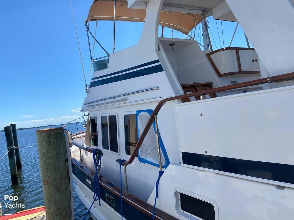1986 Marine Trader boat for sale, model of the boat is Sundeck & Image # 24 of 40