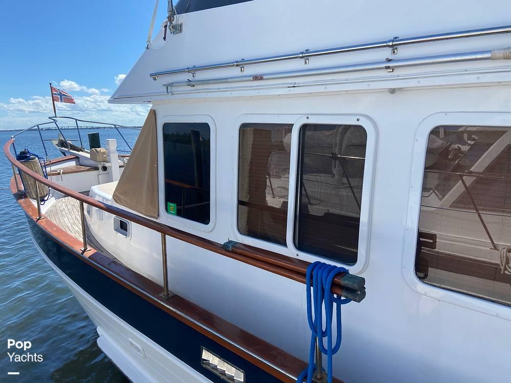 1986 Marine Trader boat for sale, model of the boat is Sundeck & Image # 26 of 40