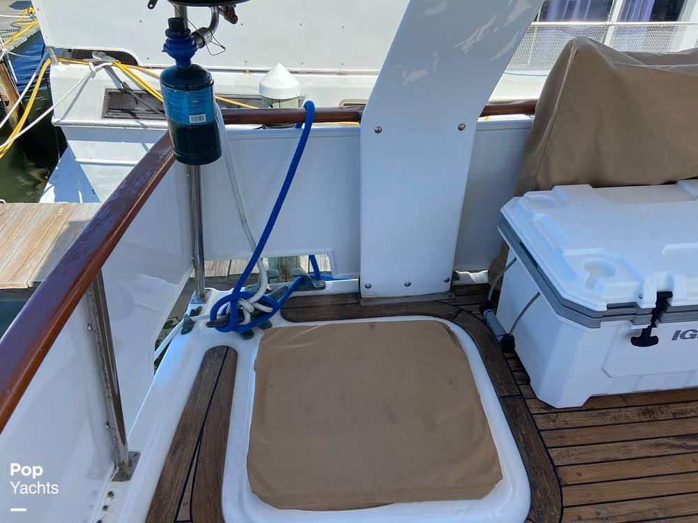 1986 Marine Trader boat for sale, model of the boat is Sundeck & Image # 28 of 40