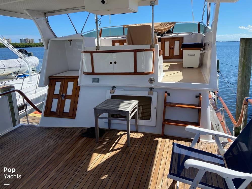 1986 Marine Trader boat for sale, model of the boat is Sundeck & Image # 5 of 40