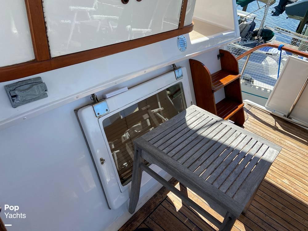 1986 Marine Trader boat for sale, model of the boat is Sundeck & Image # 35 of 40