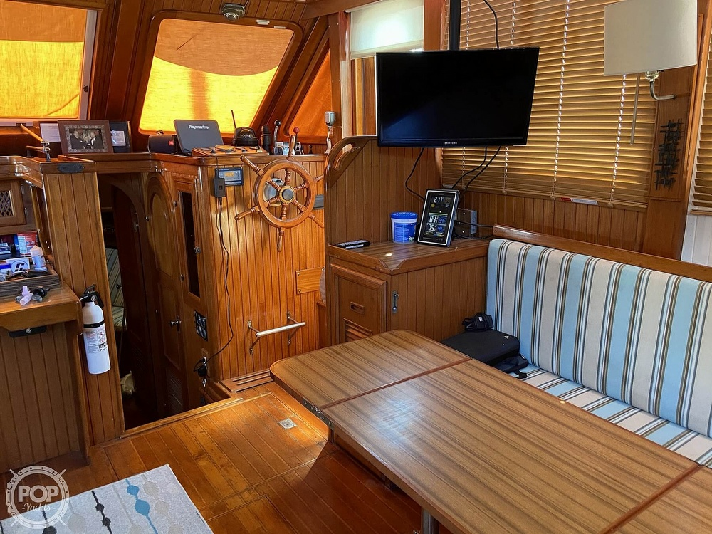 1986 Marine Trader boat for sale, model of the boat is Sundeck & Image # 4 of 40