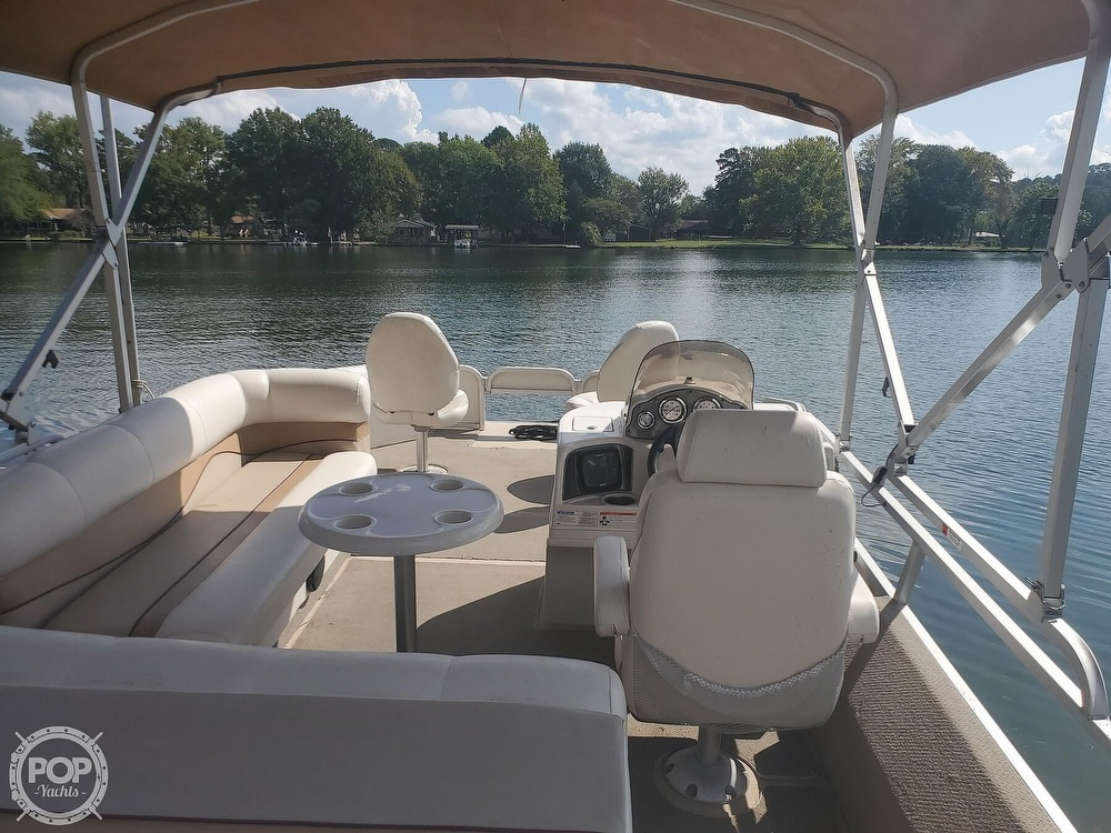 2008 SunCatcher boat for sale, model of the boat is LX3 22 Fish & cruise & Image # 9 of 40
