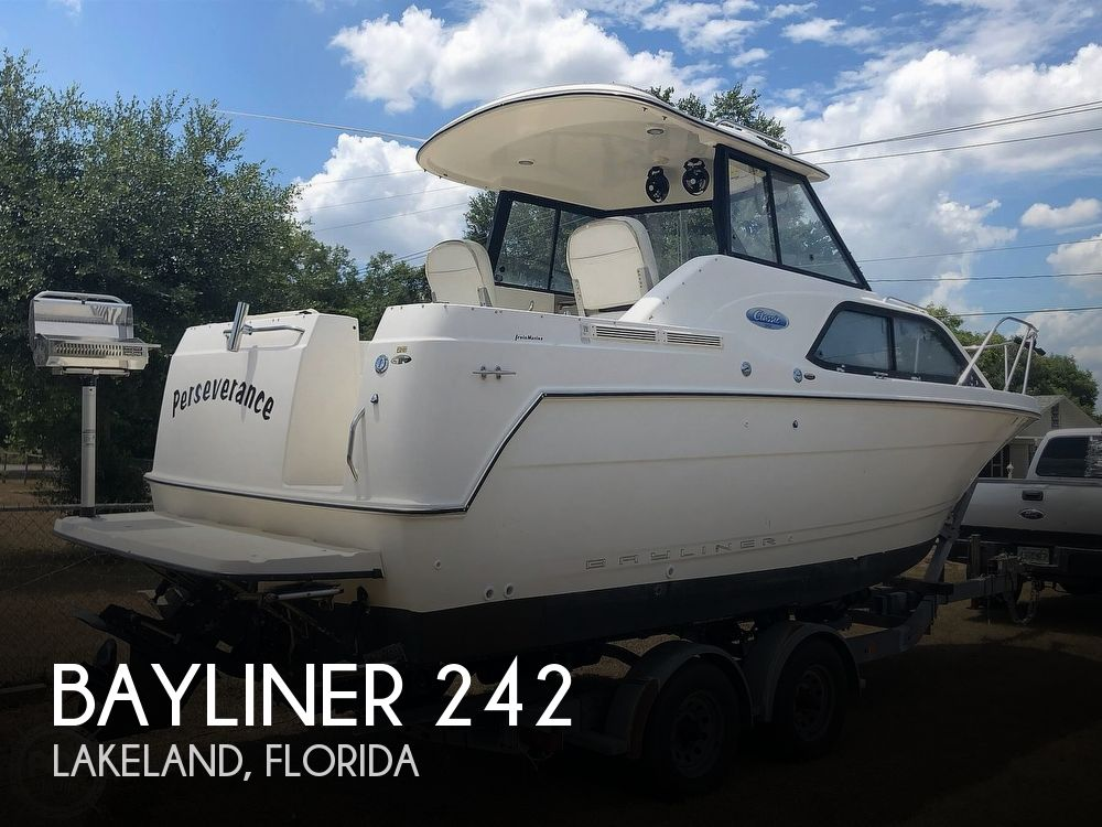 2005 Bayliner boat for sale, model of the boat is 242 Classic & Image # 1 of 40