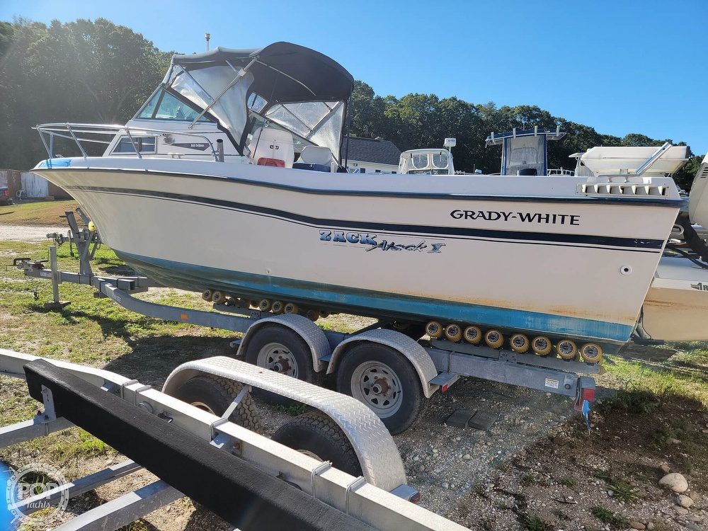 1982 Grady-White boat for sale, model of the boat is 24 Caribbean Walkaround Cuddy & Image # 5 of 40