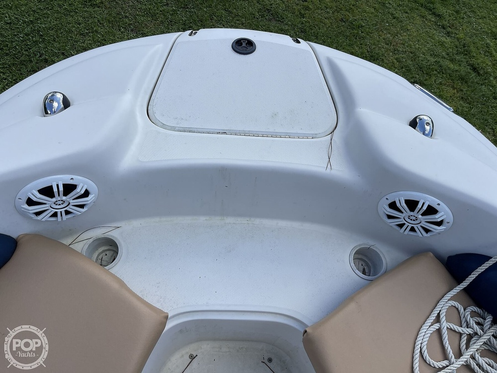 2001 Sea Ray boat for sale, model of the boat is sundeck 190 & Image # 29 of 40