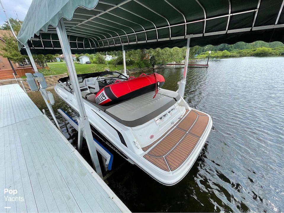 2019 Bayliner boat for sale, model of the boat is vr5 & Image # 2 of 40
