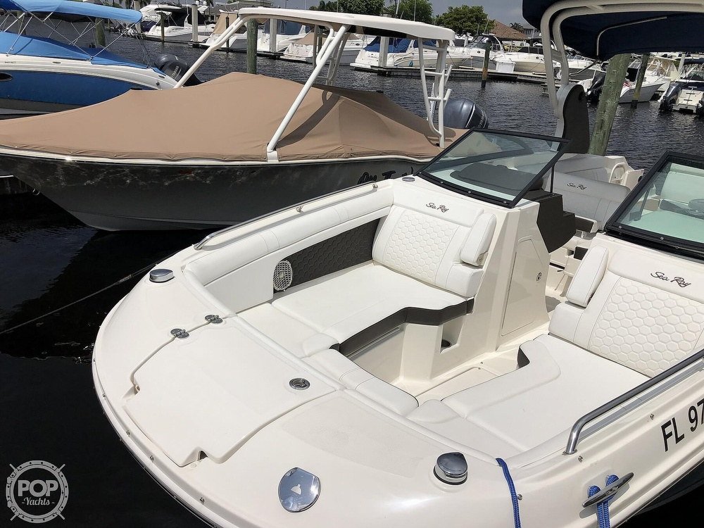 2018 Sea Ray boat for sale, model of the boat is 270 SDX OB & Image # 3 of 40