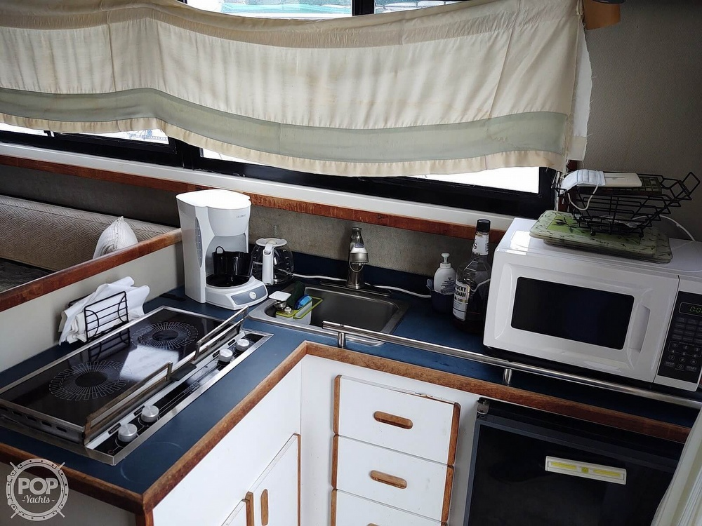 1986 Carver boat for sale, model of the boat is Carver 2827 Voyager & Image # 9 of 40