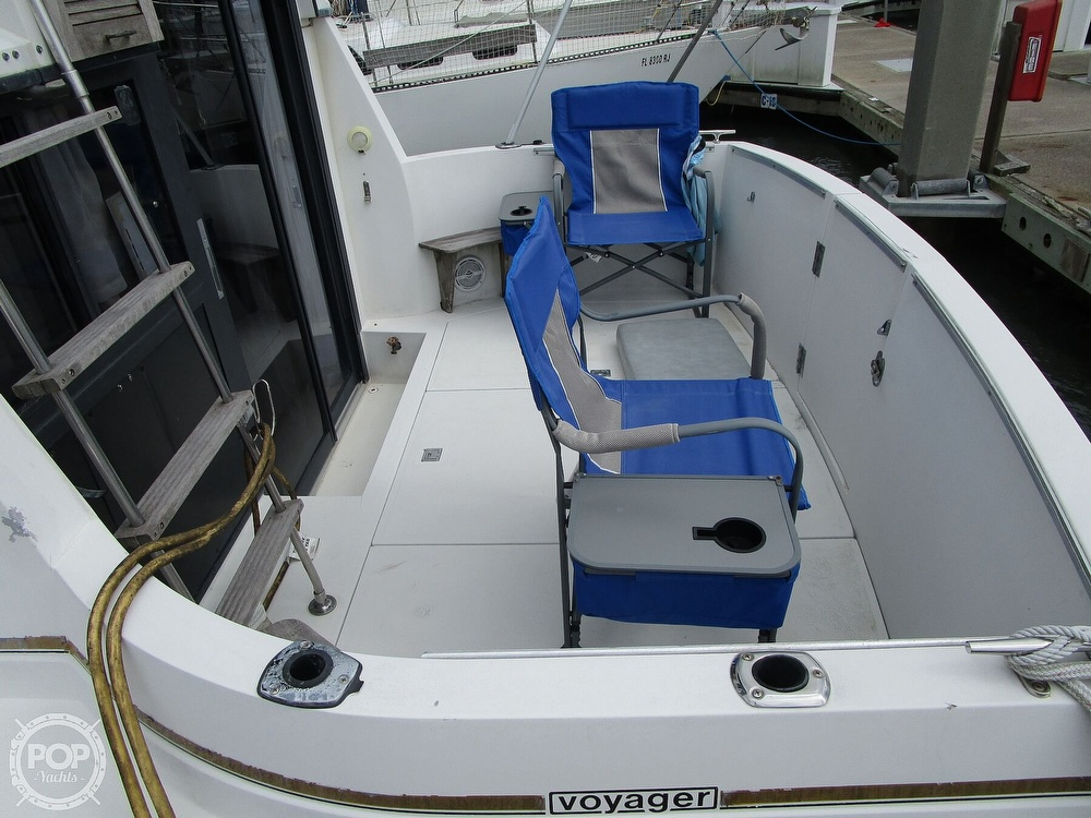 1986 Carver boat for sale, model of the boat is Carver 2827 Voyager & Image # 3 of 40
