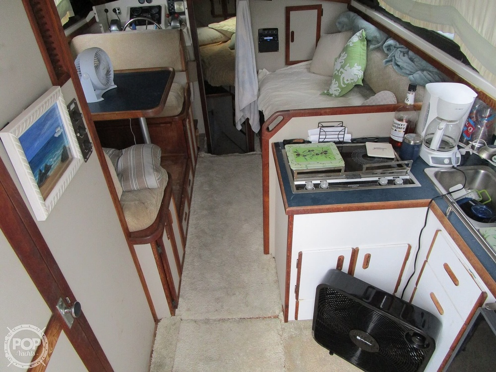 1986 Carver boat for sale, model of the boat is Carver 2827 Voyager & Image # 4 of 40