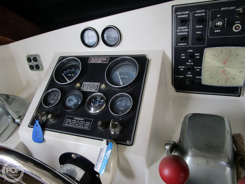 1986 Carver boat for sale, model of the boat is Carver 2827 Voyager & Image # 35 of 40