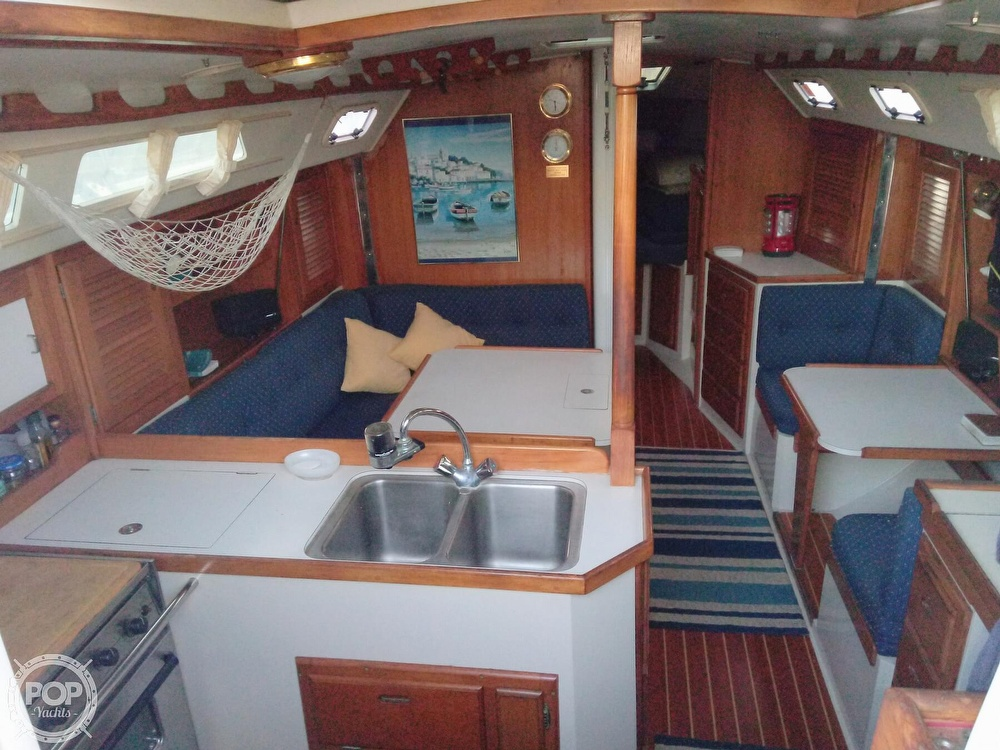 1991 Catalina Yachts boat for sale, model of the boat is 36 & Image # 7 of 40