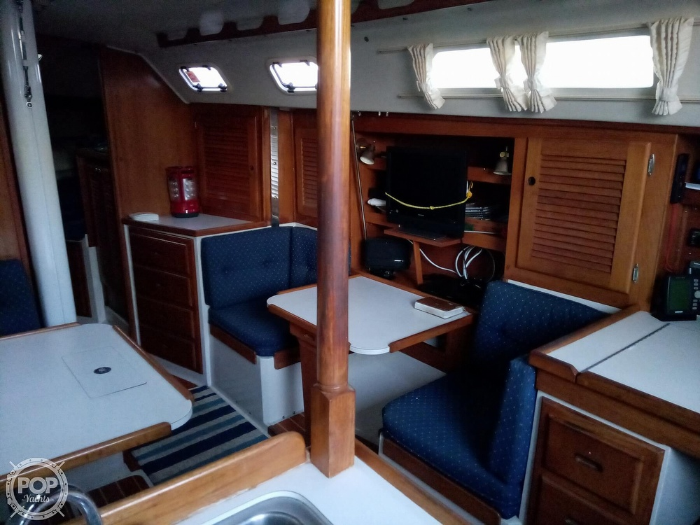 1991 Catalina Yachts boat for sale, model of the boat is 36 & Image # 18 of 40