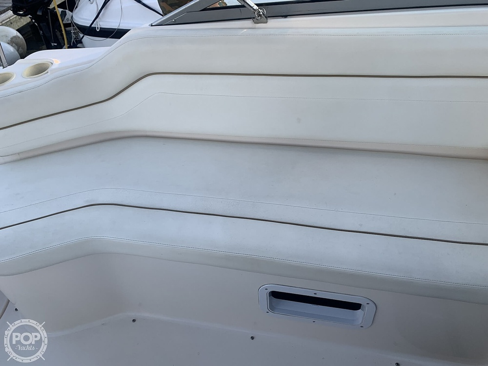 2004 Rinker boat for sale, model of the boat is 250 Fiesta Vee & Image # 33 of 40