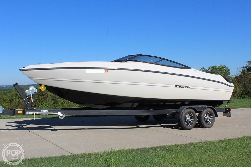 2021 Stingray boat for sale, model of the boat is 225 SE & Image # 5 of 40