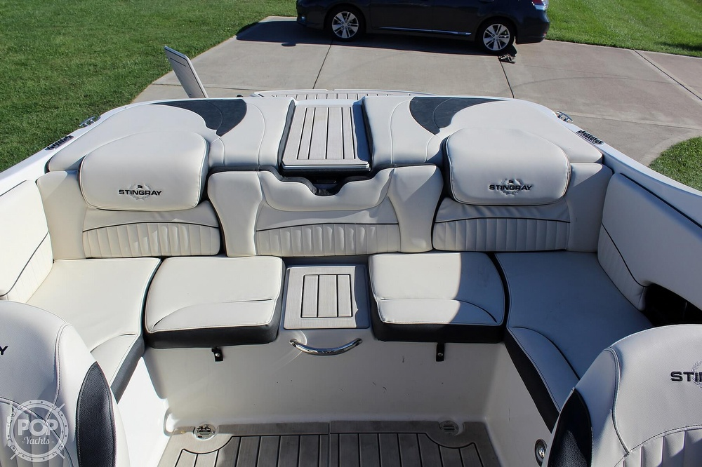2021 Stingray boat for sale, model of the boat is 225 SE & Image # 7 of 40