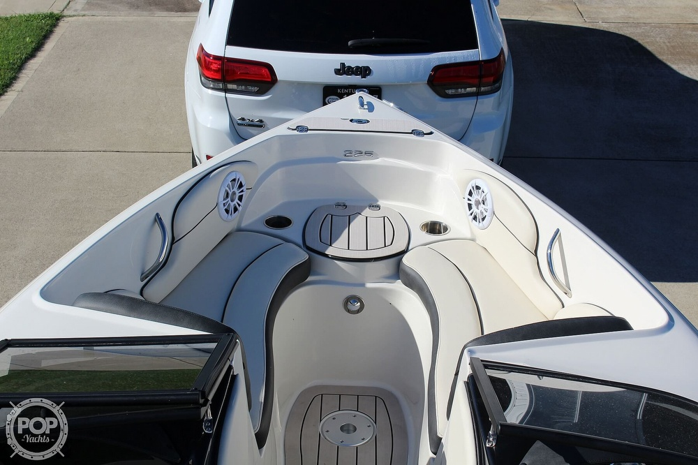 2021 Stingray boat for sale, model of the boat is 225 SE & Image # 8 of 40