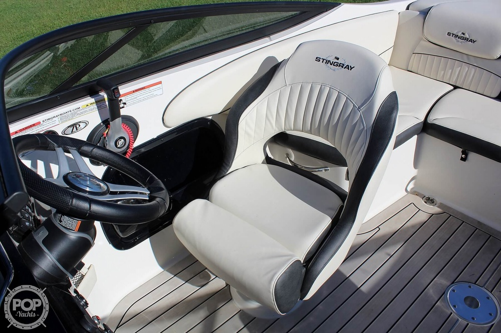2021 Stingray boat for sale, model of the boat is 225 SE & Image # 9 of 40