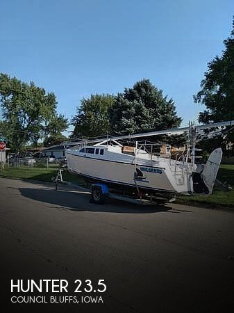1997 Hunter boat for sale, model of the boat is 23.5 & Image # 1 of 8