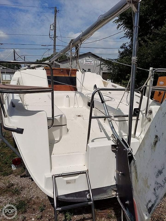 1997 Hunter boat for sale, model of the boat is 23.5 & Image # 2 of 8