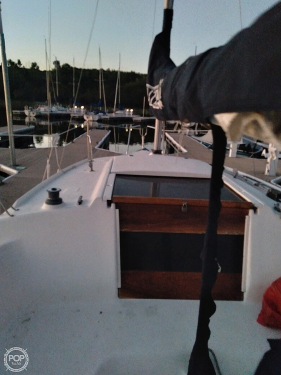 1997 Hunter boat for sale, model of the boat is 23.5 & Image # 7 of 8