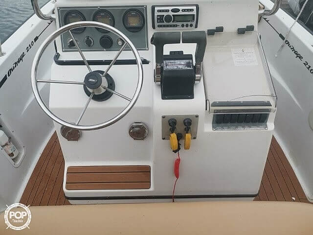 1995 Boston Whaler boat for sale, model of the boat is 210 Outrage & Image # 3 of 8