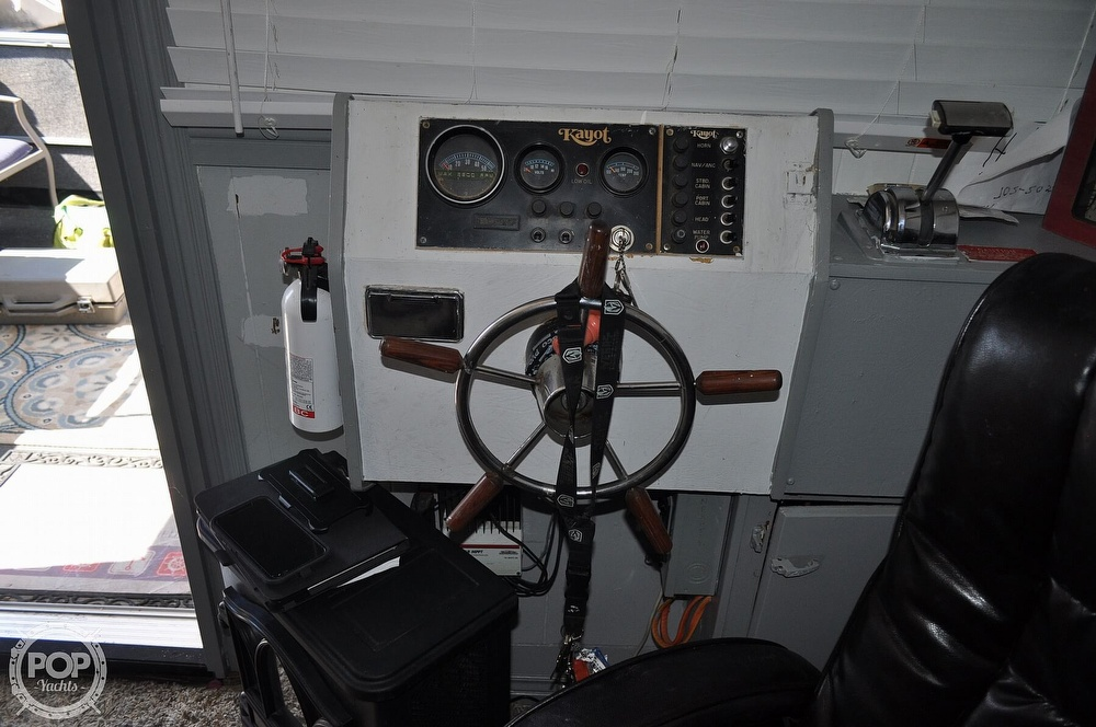 1976 Harris boat for sale, model of the boat is 46' Steel Pontoon Houseboat & Image # 36 of 40