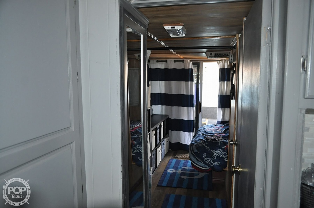1976 Harris boat for sale, model of the boat is 46' Steel Pontoon Houseboat & Image # 10 of 40