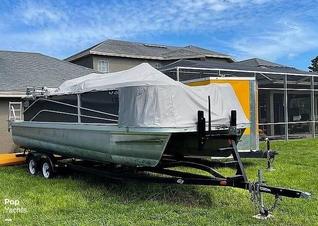 2017 SunCatcher boat for sale, model of the boat is V22 RF & Image # 12 of 40