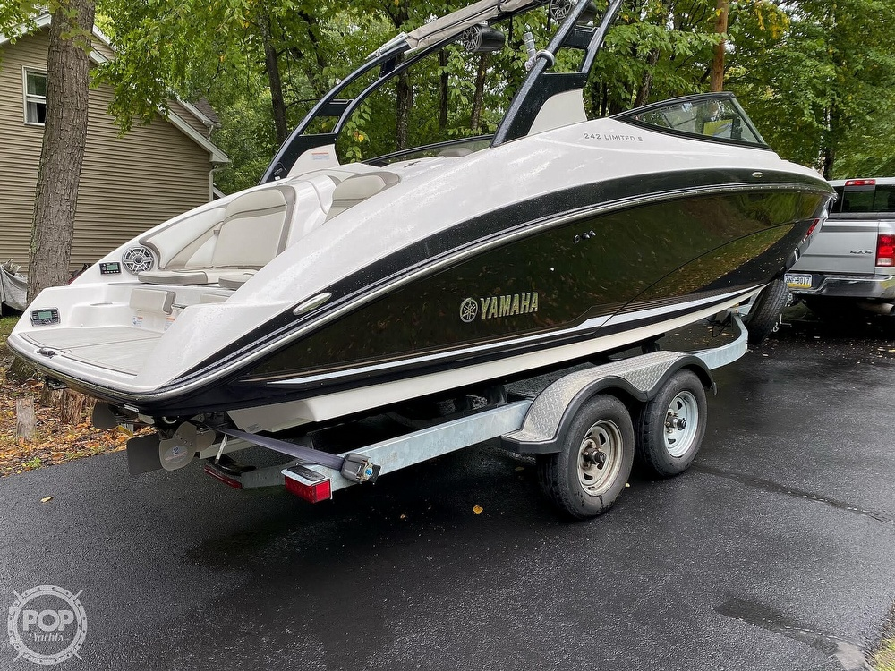 2017 Yamaha boat for sale, model of the boat is 242 Limited S & Image # 31 of 40