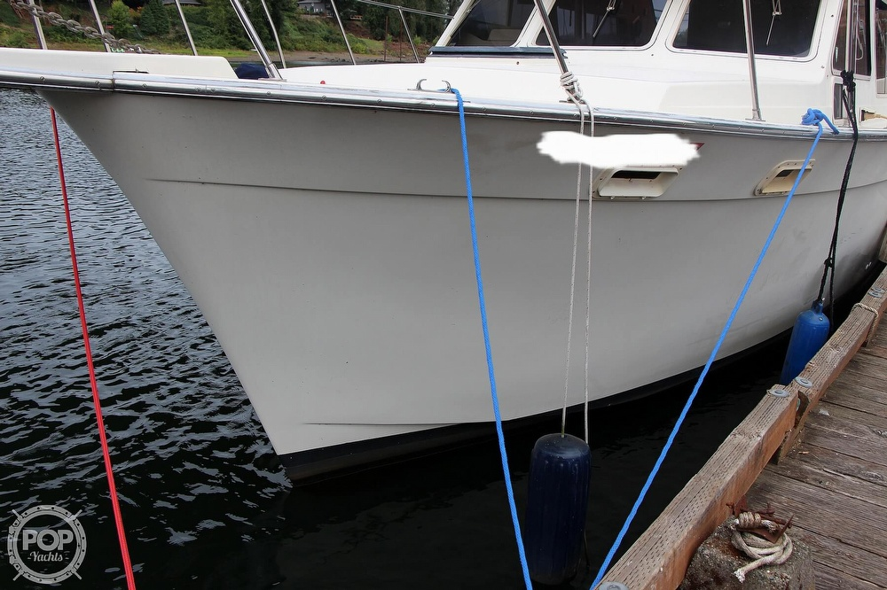 1986 Tollycraft boat for sale, model of the boat is 34 Sundeck tri cabin & Image # 3 of 40