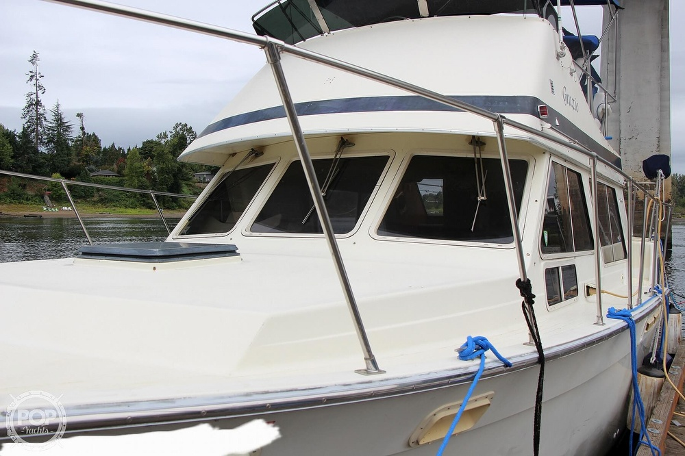 1986 Tollycraft boat for sale, model of the boat is 34 Sundeck tri cabin & Image # 4 of 40