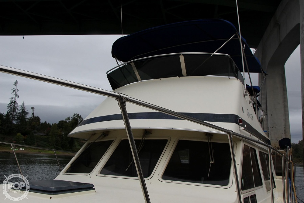 1986 Tollycraft boat for sale, model of the boat is 34 Sundeck tri cabin & Image # 5 of 40