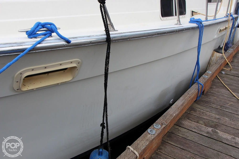 1986 Tollycraft boat for sale, model of the boat is 34 Sundeck tri cabin & Image # 6 of 40