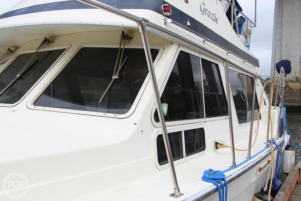 1986 Tollycraft boat for sale, model of the boat is 34 Sundeck tri cabin & Image # 7 of 40