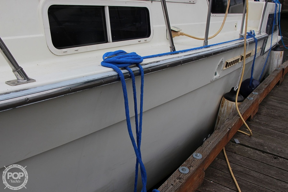 1986 Tollycraft boat for sale, model of the boat is 34 Sundeck tri cabin & Image # 8 of 40