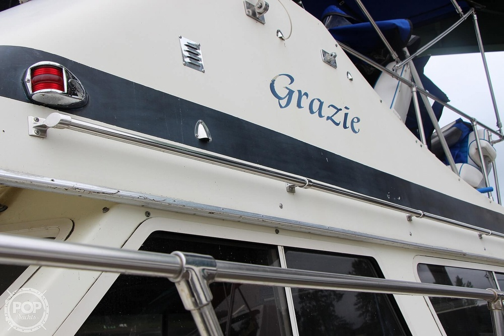 1986 Tollycraft boat for sale, model of the boat is 34 Sundeck tri cabin & Image # 9 of 40