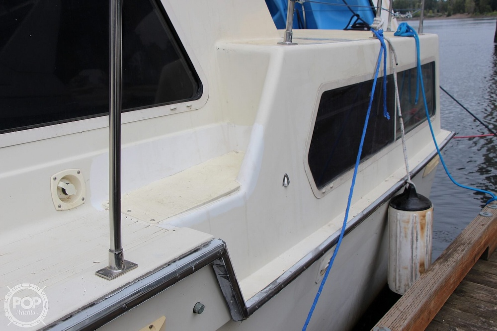 1986 Tollycraft boat for sale, model of the boat is 34 Sundeck tri cabin & Image # 12 of 40