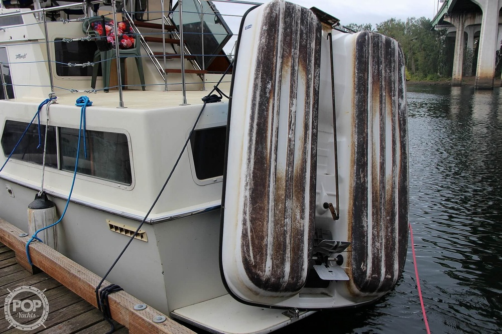 1986 Tollycraft boat for sale, model of the boat is 34 Sundeck tri cabin & Image # 13 of 40