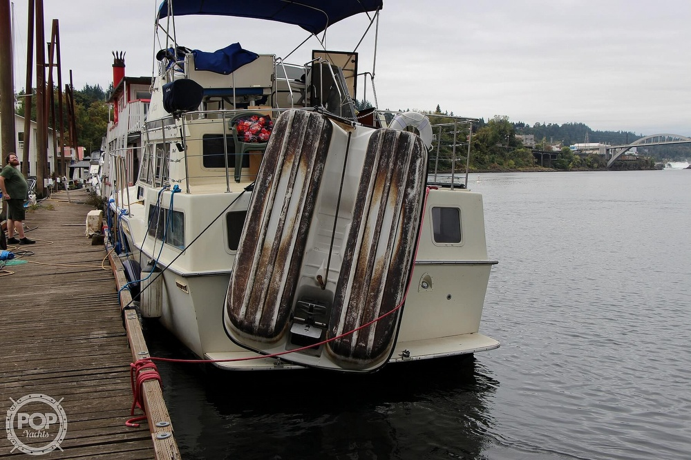 1986 Tollycraft boat for sale, model of the boat is 34 Sundeck tri cabin & Image # 14 of 40