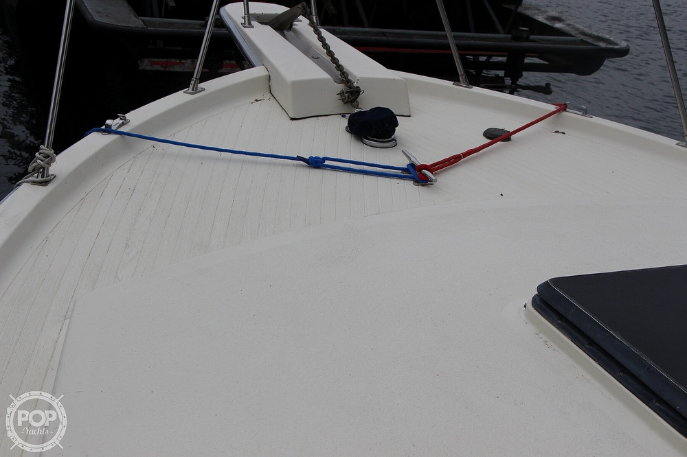 1986 Tollycraft boat for sale, model of the boat is 34 Sundeck tri cabin & Image # 16 of 40